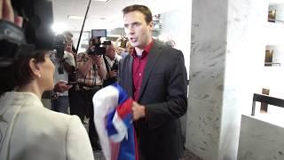 Kushner asked to sign Russian flag