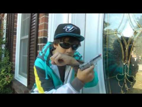 Rihanna - Russian Roulette von YouTube · HD · Dauer:  4 Minuten 24 Sekunden  · 220814000+ Aufrufe · hochgeladen am 05/12/2009 · hochgeladen von RihannaVEVO
