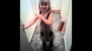 Детский канал Детское видео Марк в Парикмахерской Боится стричь волосы на канале Первый Класс