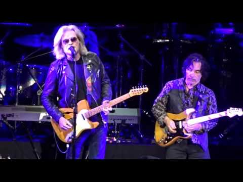 """She's Gone & Sara Smile"" Daryl Hall & John Oates@Santander Arena Reading, PA 2/16/16"