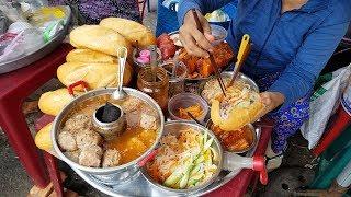Mâm bánh mì bình dân dễ thương nhất Sài Gòn
