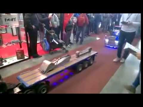 Desfile de trailers a control remoto
