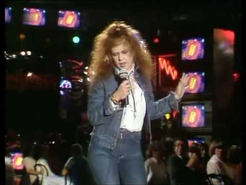 Kirsty MacColl - There's a guy works down the chip shop, swears he's Elvis 1981