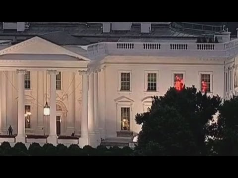 What's The Deal With the Mysterious Flashing Lights at the White House?