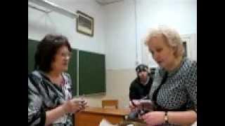 видео 4. Передача избирательных бюллетеней членам участковой избирательной комиссии для выдачи их избирателям