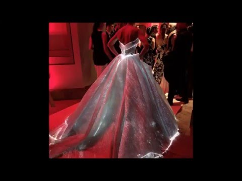 Видео: Met Gala 2016 Claire Danes the most beautiful dress