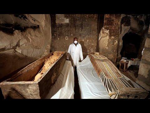 Egito revela dois novos sarcófagos do tempo dos faraós
