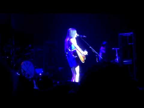 Kacey Musgraves Performing Keep It To Yourself