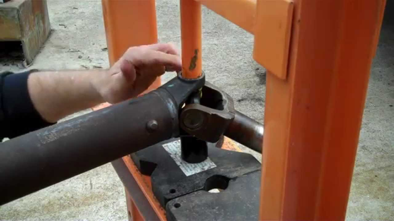 how to remove driveshaft u joint