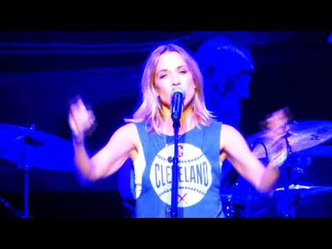 Long Way Back (New Song!) - Sheryl Crow @ Blossom Music Center, Cuyahoga Falls - Sep. 15, 2017