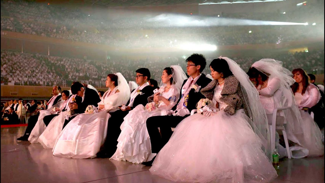Una boda masiva en Corea del Sur - YouTube