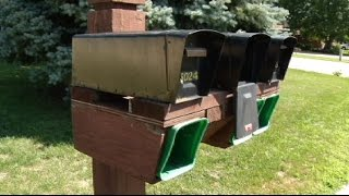 Red flag alert: Mail thieves target outgoing mail(Brooklyn Park police are warning residents to be on the lookout for mail thieves. At least 17 people have complained about missing or stolen mail in the last ..., 2015-08-12T21:43:30.000Z)