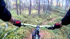 Maastopyöräilyä turun metsissä