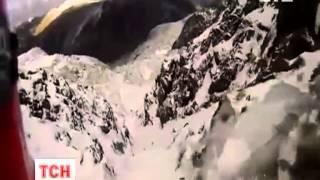 Альпинист сорвался с горы и снял на видео свое падение(UA - Альпініст зірвався з гори і зняв на відео своє стрімке падіння. 47-річний британець дивом уник смерті,..., 2013-03-11T20:39:26.000Z)