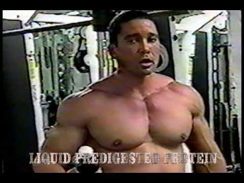Roger Hernandez  Entrenamiento de pectorales, imagenes de archivos 2003 segunda parte.