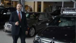 Marketing vidéo: Acheter un véhicule d'occasion certifié chez un concessionnaire automobile.