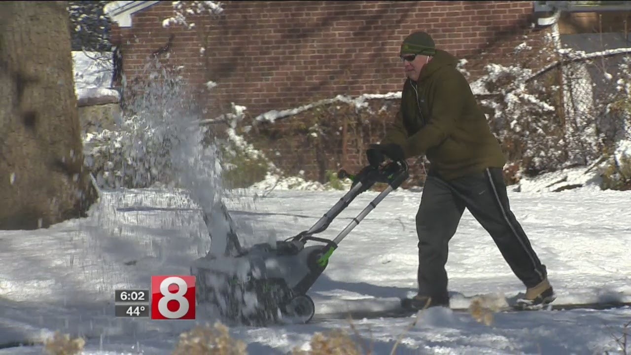 Snow cleanup made easier by warmer temperatures Sunday - Dauer: 29 Sekunden