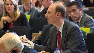 Martin Sonneborn vs. Günther Oettinger: Showdown in Brüssel