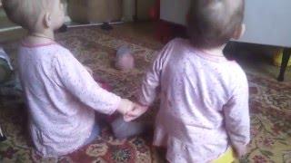 Скачать Близняшки Анечка и Танечка НАМ 1 ГОД 6 МЕСЯЦЕВ