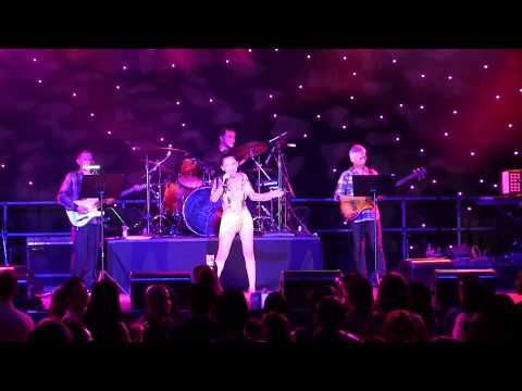 Myra Tran (American Idol Contestant) - Tình Yêu Tuyệt Vời - Snoqualmie Casino Seattle Washington