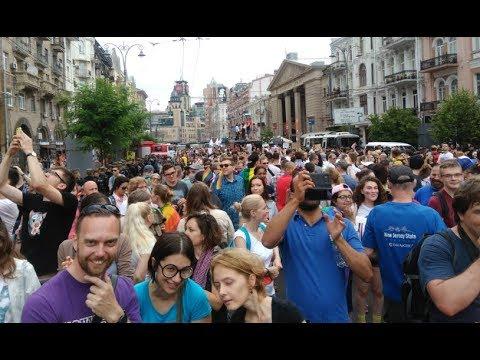 Марш ЛГБТ равенства 2018 в Киеве. Число участников наглядно
