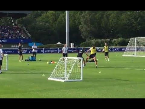 Kylian Mbappé apprend à Olivier Giroud comment jouer au football