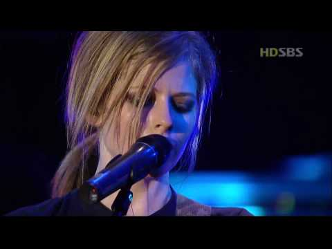 AVRIL LAVIGNE - Nobody's home (live in Korea 2004) [HD]