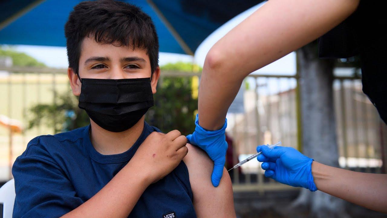 Médicos en TX hacen un insistente llamado para que los adolescentes se vacunen contra el coronavirus