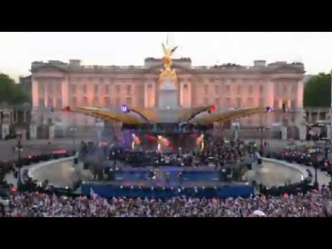 Delilah  Tom Jones  Queen Elizabeths Diamond Jubilee