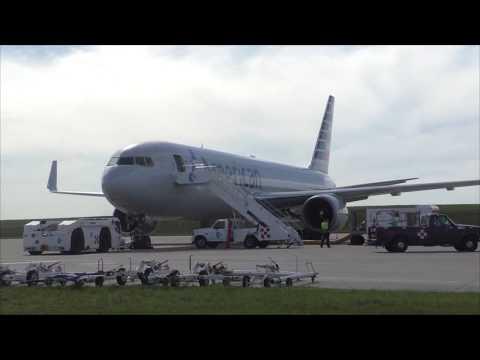 Estuvimos recorriendo la plataforma de vuelo del aeropuerto de Carrasco y conociendo la actividad de