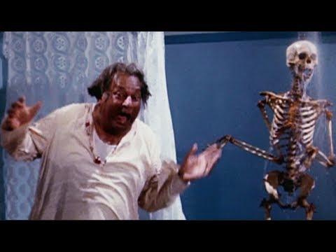Ghost in the Hotel   Shatrughan Sinha, Deven Verma   Aadmi Sadak Ka - Comedy Scene