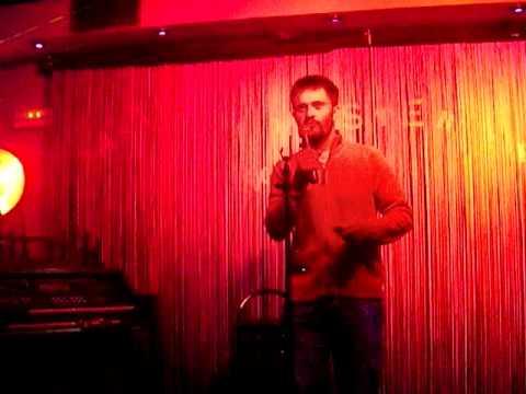 El Nino Bravo del siglo XXI. Karaoke lamentable.