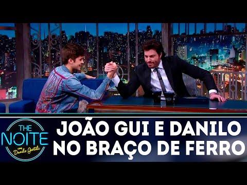 João Guilherme e Danilo disputam braço de ferro | The Noite (25/07/18)