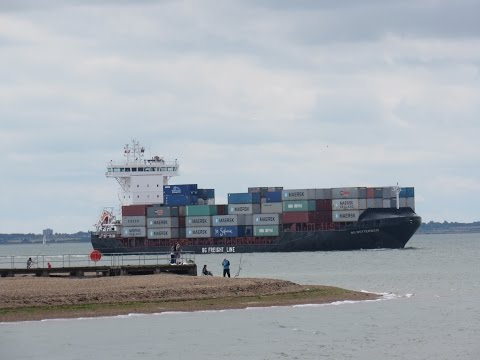 Container feeder BG Rottherdam sails into Felixstowe 17th July 2016