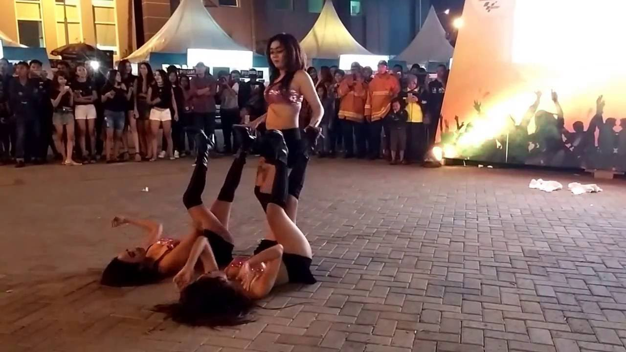 Sexy street preformances