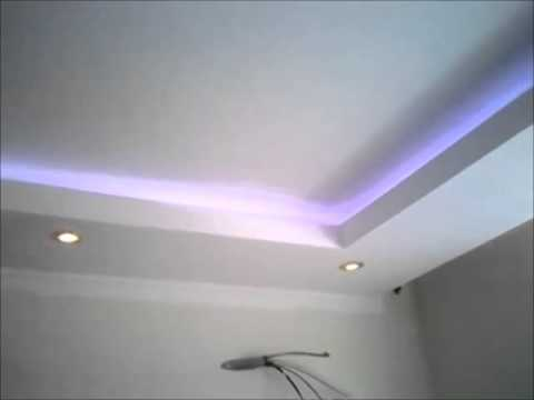 Decoration faux plafond avec gorge lumineuse led for Staff plafond moderne