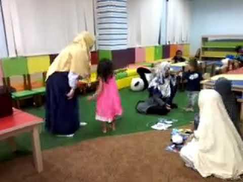 Workshop Teknik English Storytelling Miss Cucu