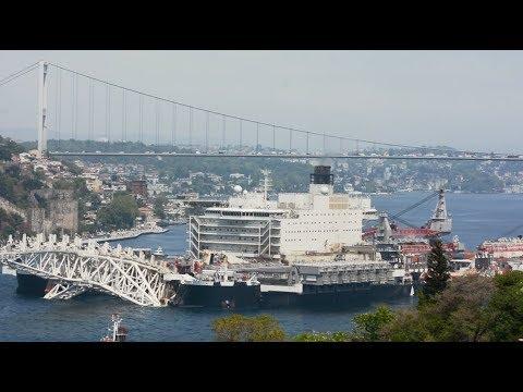 Pioneering Spirit passing Istanbul Strait (02/05/2018)