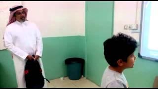 الطالب عمر الرقيبة صف ثالث مع معلم اللغة الانجليزي
