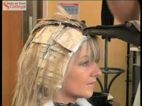 Hairdressing Applying Colour Using Foils Or Meche Youtube