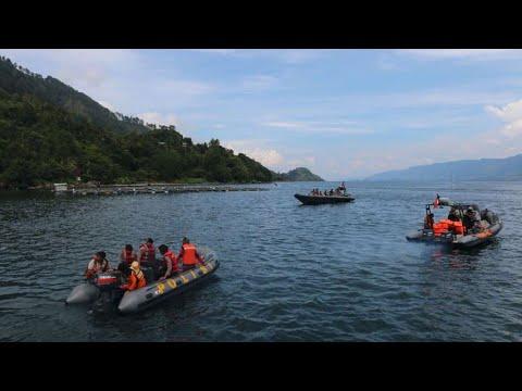 Basarnas Temukan Badan Kapal Tenggelam di Danau Toba - YouTube