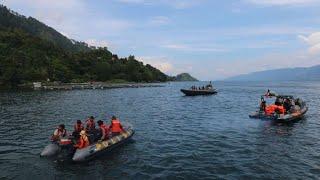 Video Basarnas Temukan Badan Kapal Tenggelam di Danau Toba download MP3, 3GP, MP4, WEBM, AVI, FLV Juli 2018