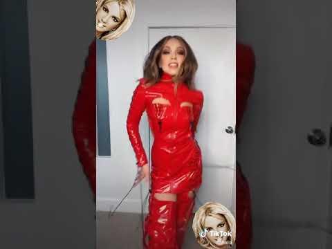 Thalía como Britney Spears en Tik Tok