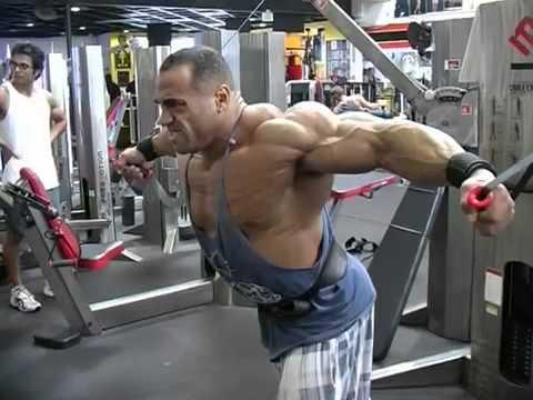 Профессиональный бодибилдер IFBB Денис Джеймс (Dennis James)