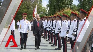 Malaysia's Mahathir Mohamad arrives at the Istana in Singapore