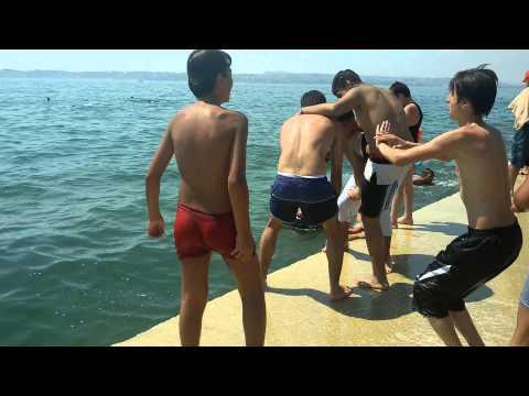 سباحة شباب دومحو thumbnail
