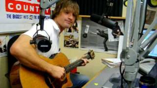 """Walker Hayes plays """"Pants"""" on John and Tammy in the Morning"""