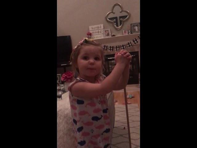 3-годишно девојче му направило боречки зафат на другарче, откако ја побарало за жена