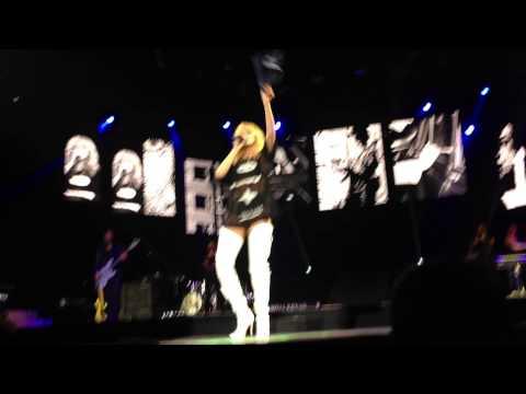 No Love Allowed (Live In Birmingham) - Diamonds World Tour - Rihanna (HD)