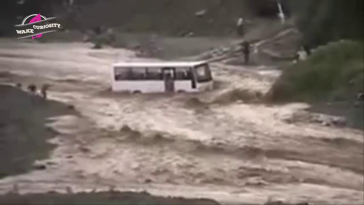 amazing monster flash flood caught on camera p82 youtube